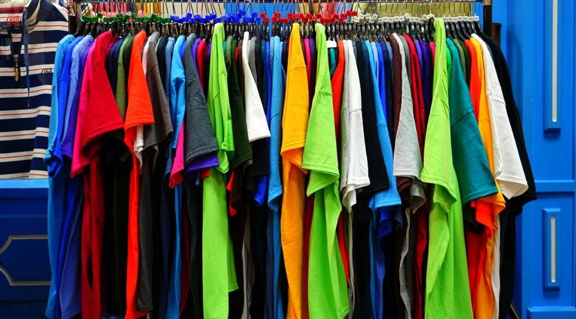 barevný textil