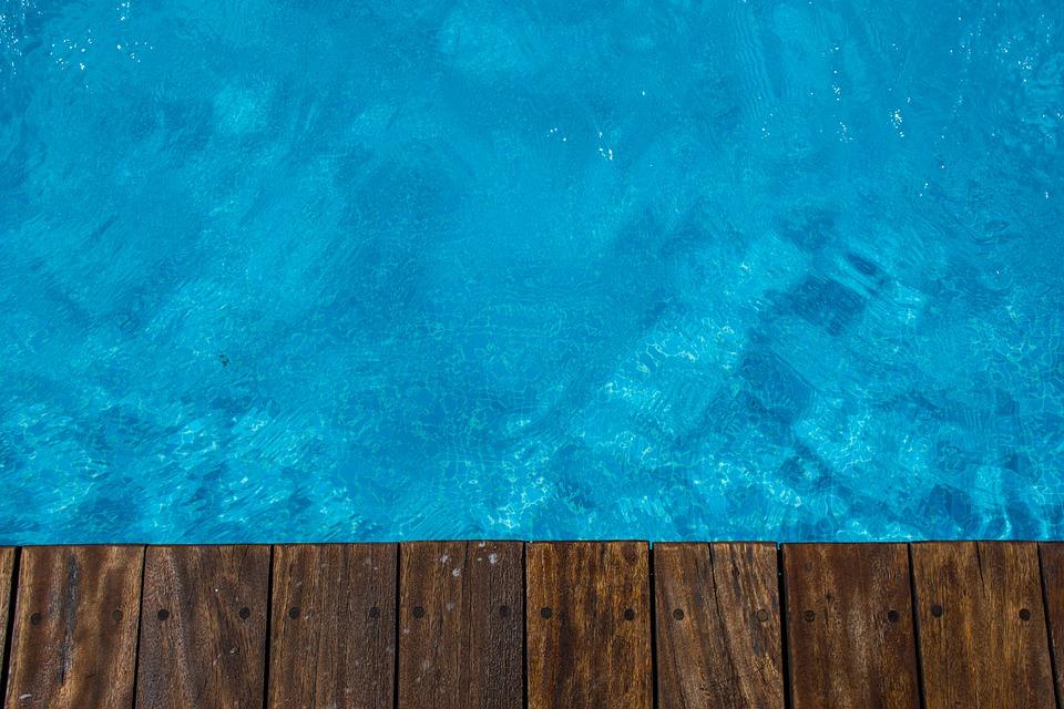 hladina bazénu