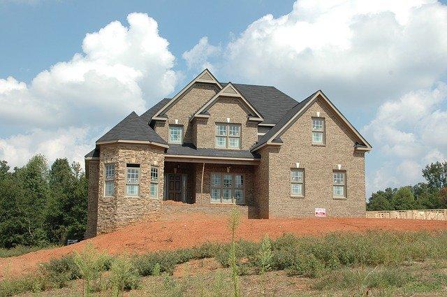 kamenný dům na kopci.jpg