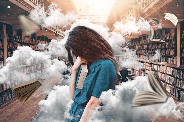 létající knihy po knihovně