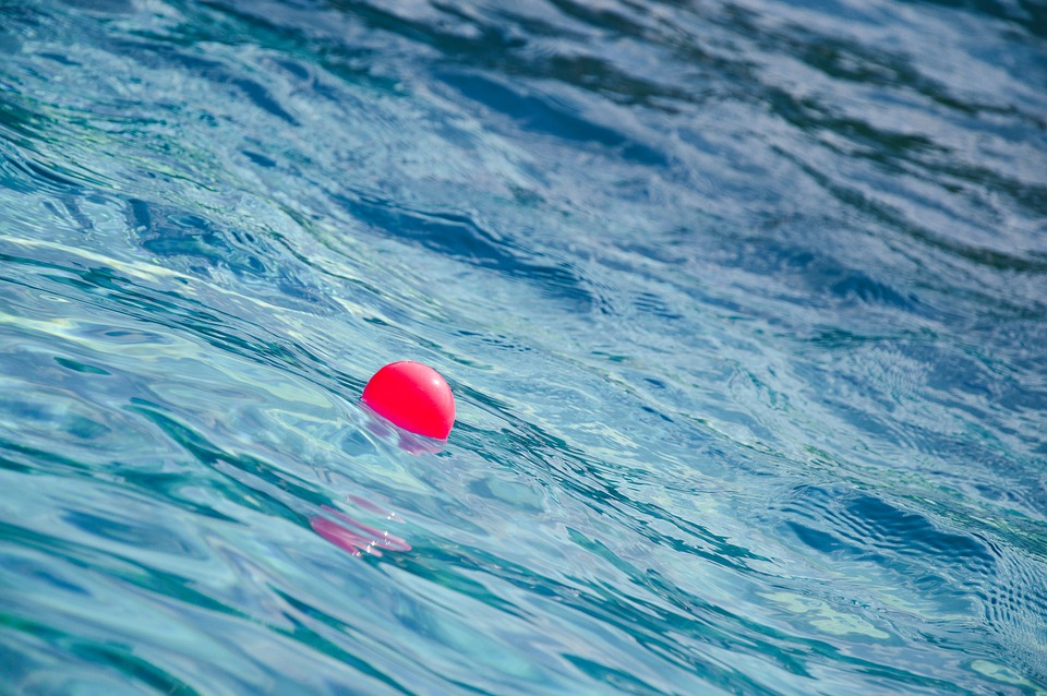 míček na hladině